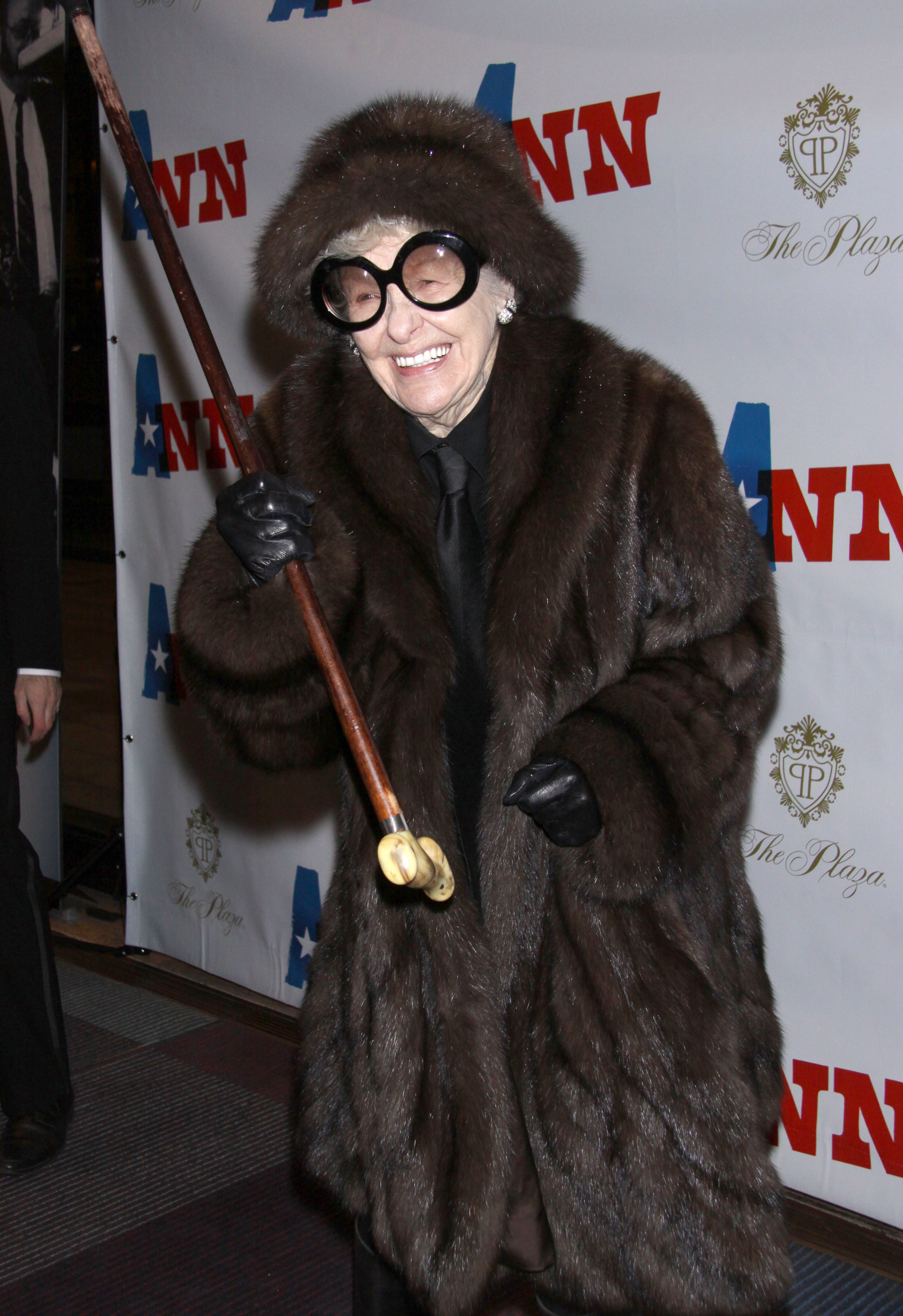 cane and able elaine stritch at ann on broadway new york gossip gal by roz. Black Bedroom Furniture Sets. Home Design Ideas
