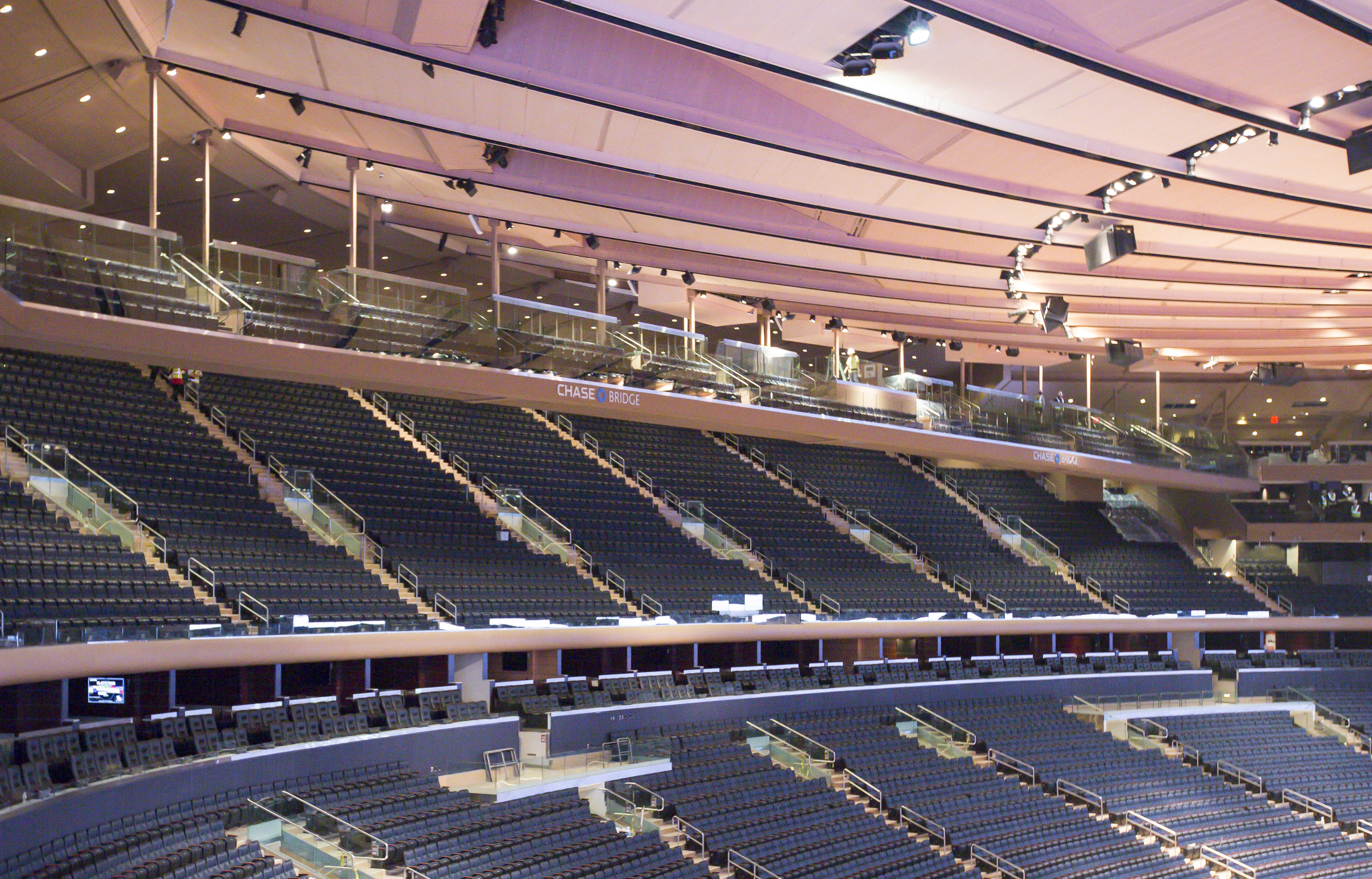 The new state of the art tech d out madison square garden arena new york gossip gal by roz for Sports bars near madison square garden